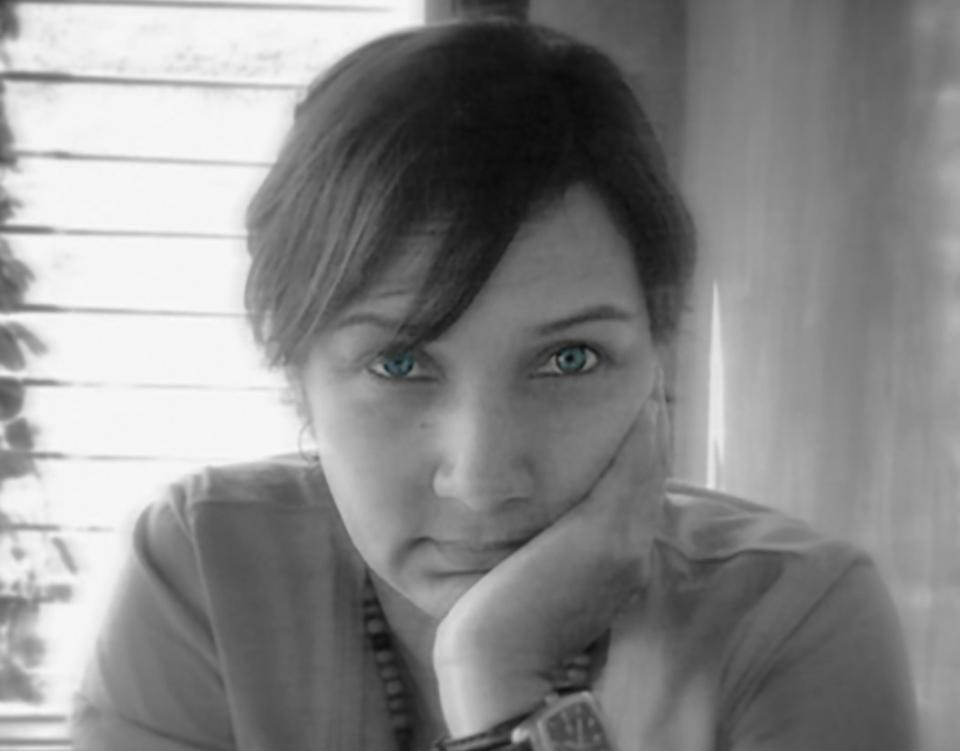Foto de Autora L. V. Velásquez Black & White para biografiarte de simplementevelasquez website